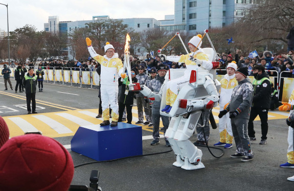 Hubo Completes New Mission at the Winter Olympic Torch Relay 이미지4