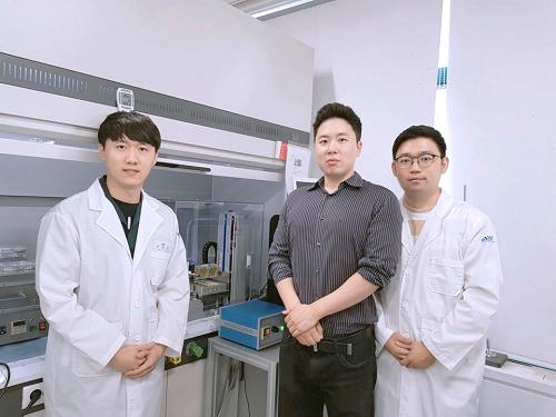 이정찬 석사과정, 스티브 박 교수, 김진오 박사과정