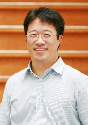 Professor Haeshin Lee from the Department of Chemistry