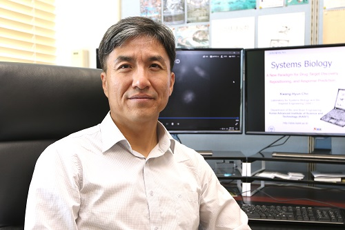 Professor Kwang-Hyun Cho from the Department of Bio and Brain Engineering