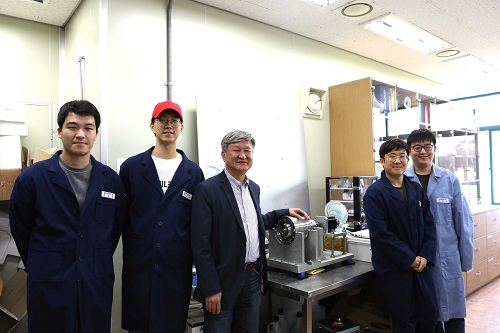 (Professor Do Hyun Kim and his team)