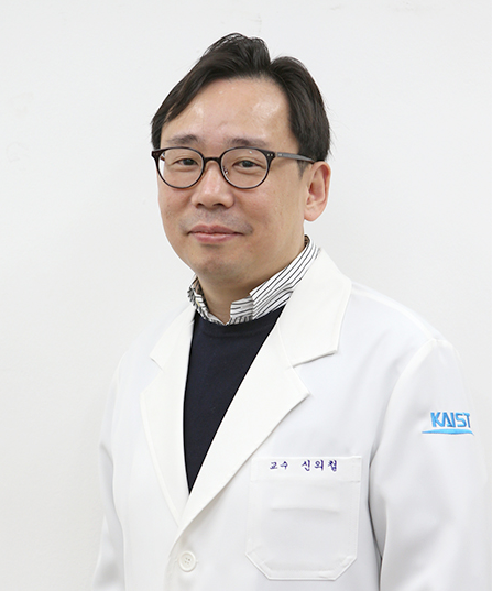 Professor Eui-Cheol Shin from the Graduate School of Medical Science and Engineering