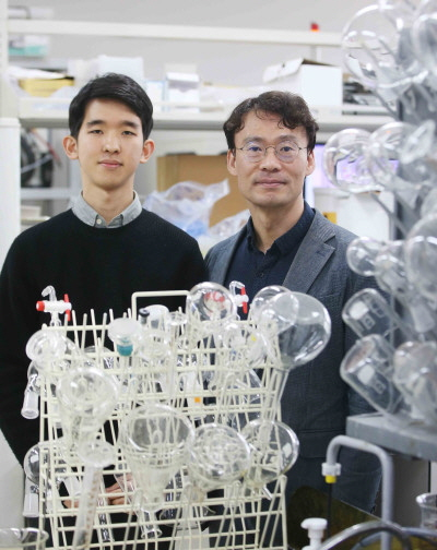 Professor Hee-Tak Kim and Hyunwon Chu