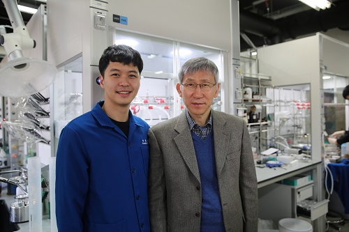 (from left: Dr. Yoonsu Park and Professor Sukbok Chang from the Department of Chemistry)