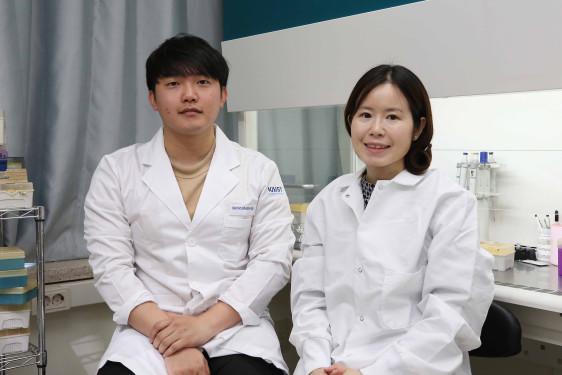 (from left: Seunggyu Kimand Professor Jessie Sungyun Jeon)