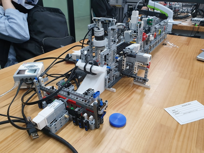 레고로 만든 스마트 팩토리 모형