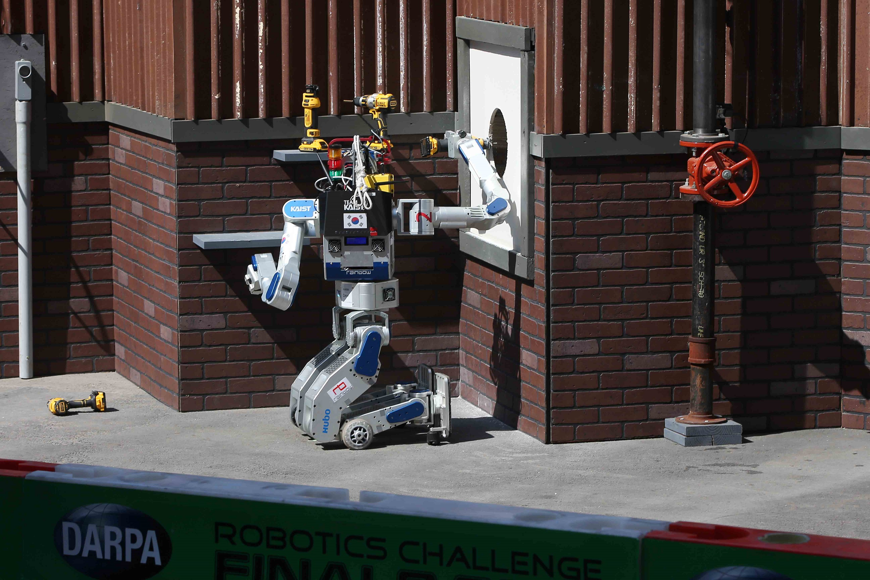 KAIST's DRC-HUBO Wins the DARPA Robotics Challenge 2015 이미지3